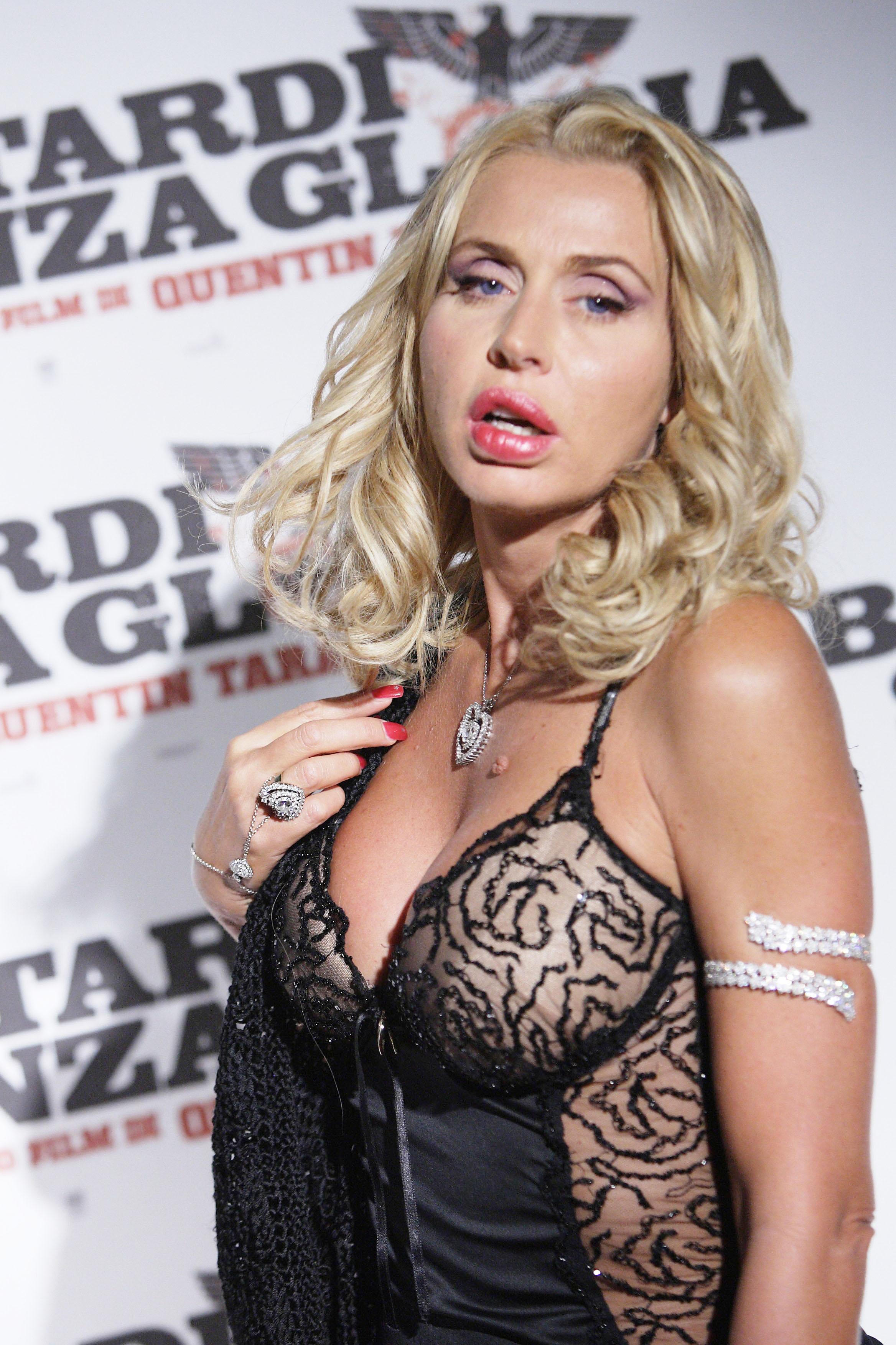 Paparazzi Valeria Marini nudes (63 foto and video), Sexy, Hot, Twitter, underwear 2006