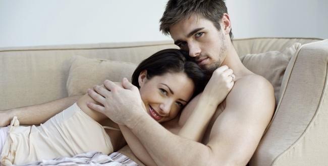 Dlaczego kobiety po czterdziestce oglądają się za młodszymi? Teraz już wiadomo