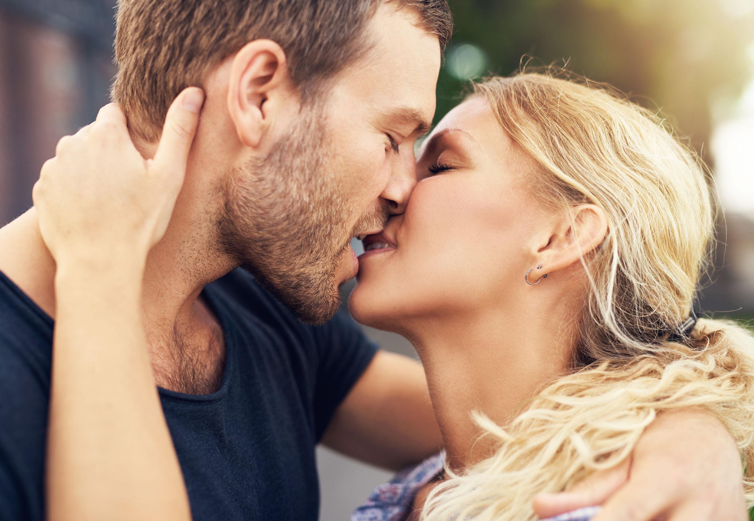 c9180e14dc072b Gwiazdy wspominają swój pierwszy pocałunek - WP Kobieta