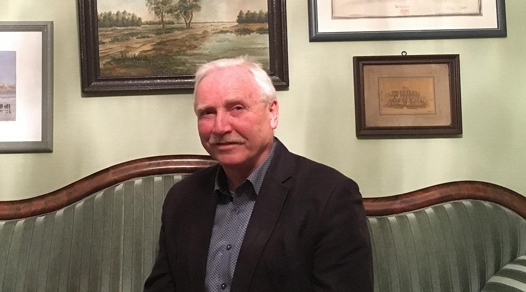 Klaus Wilbers – były burmistrz Esens i policjant. Pamięta Diekena z opowiadań starszych kolegów. Dziwi go, że po wojnie Dieken mógł dalej pracować jako policjant