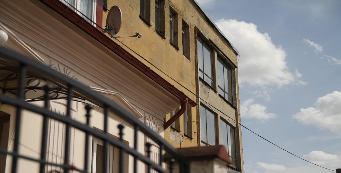 Pruchnik. Budynek gminnej spółdzielni. Działa w nim jedyna w mieście pizzeria.