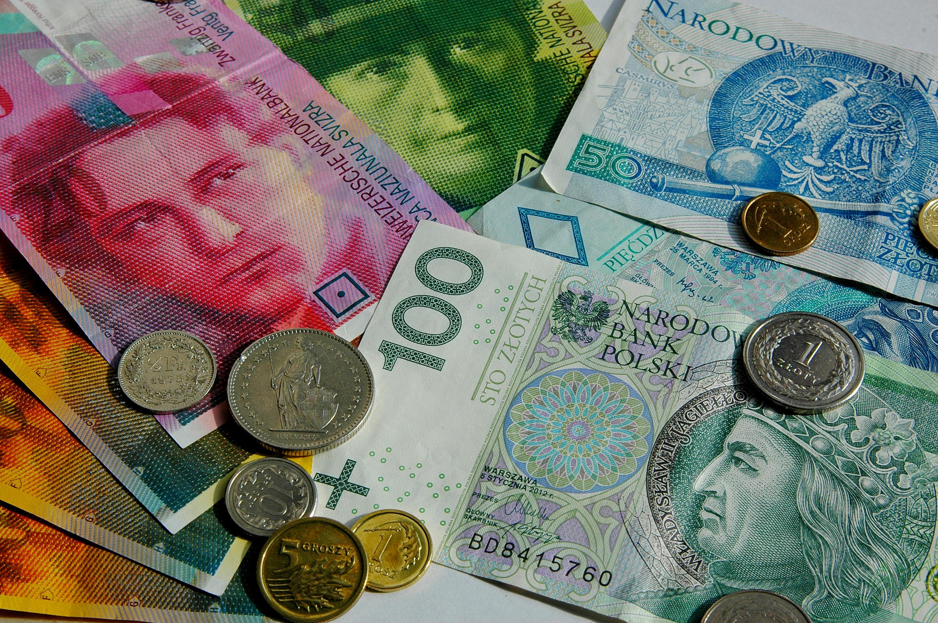 Kursy walut NBP 03.10.2019. czwartkowy kurs euro, funta, dolara i franka szwajcarskiego