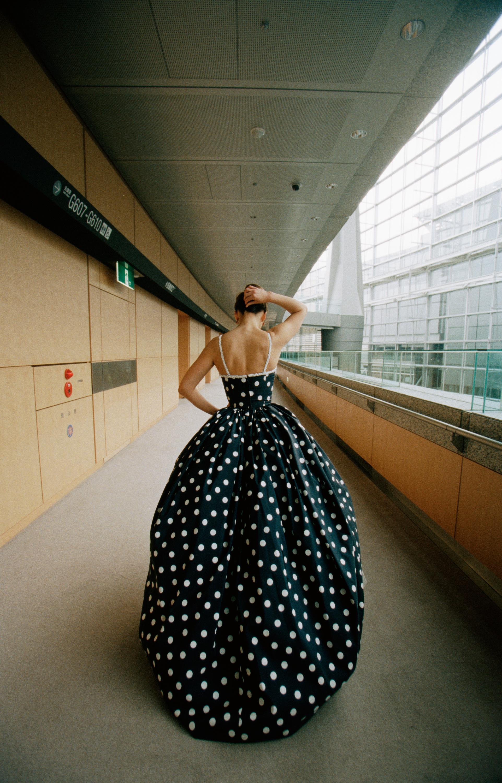 Sophie Marceau podczas sesji do reklamy perfum Guerlain.
