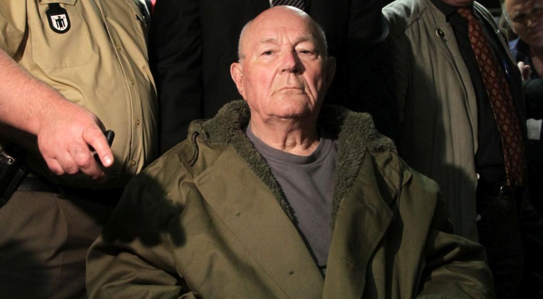12 maja 2011 r. John Demjanjuk słucha werdyktu sądu w Monachium.