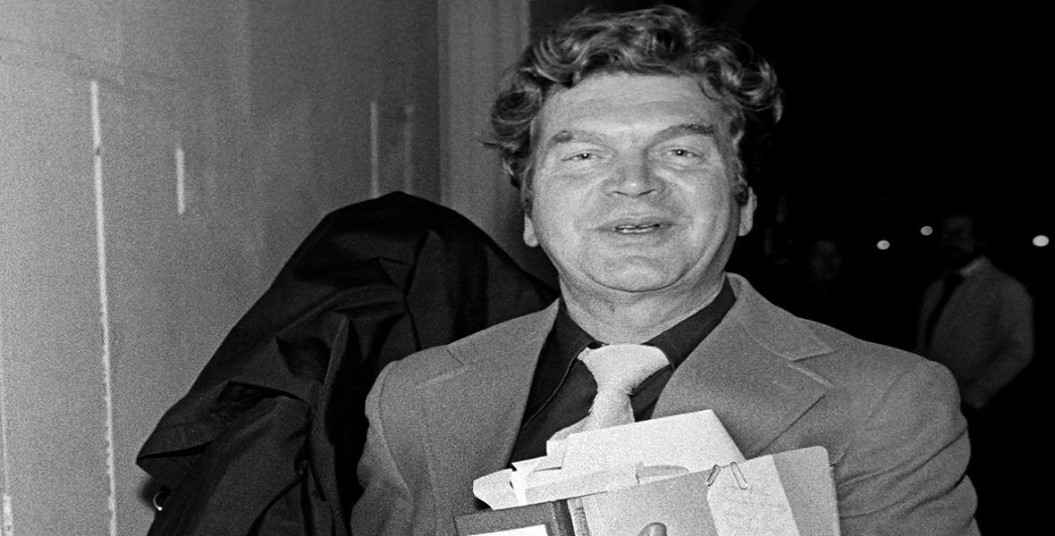 Proces Heinricha Schuetza w Monachium (3.11.1975). Obrońca Andreas Grasmueller i Heinrich Schuetz schowany pod togą