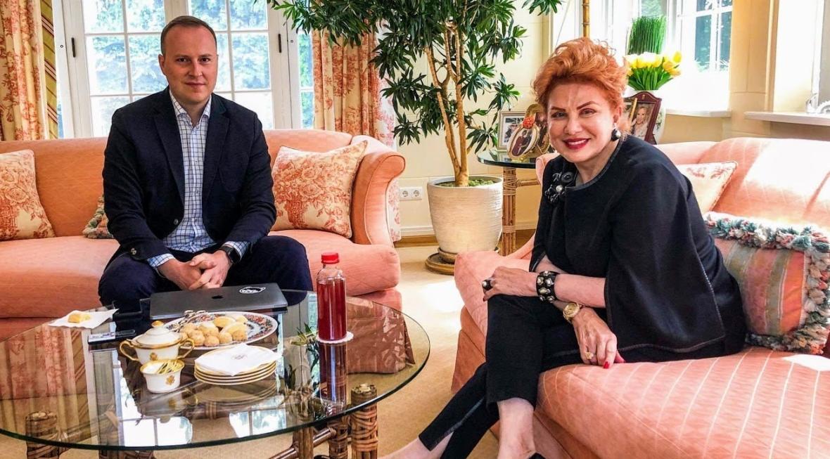 Ambasador USA Georgette Mosbacher (z prawej) i autor wywiadu, Marcin Makowski