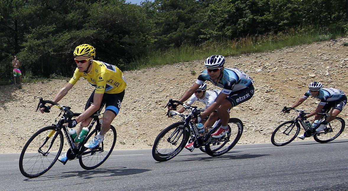 Tour de France 2013. Na pierwszym planie Brytyjczyk Christopher Froome.