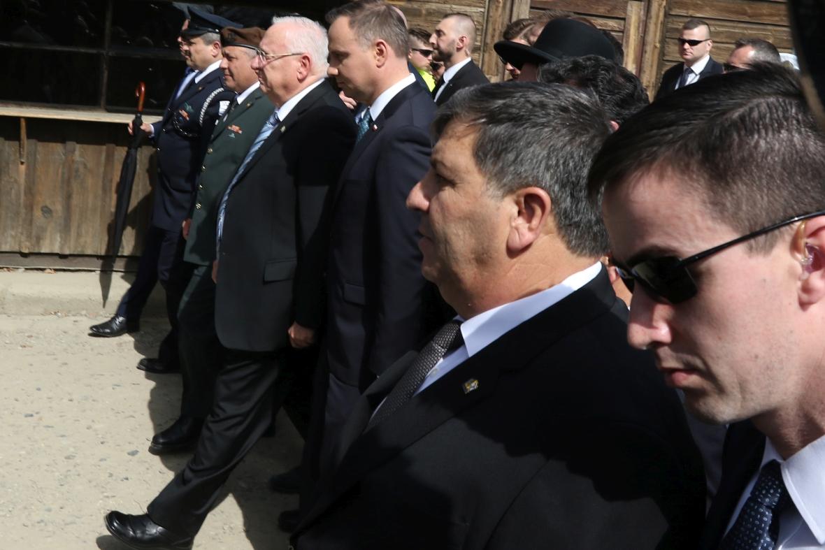 Reuven Rivlin, prezydent Izraela, oraz prezydent RP Andrzej Duda 12 kwietnia 2018 r. w byłym niemieckim nazistowskim obozie koncentracyjnym Auschwitz-Birkenau
