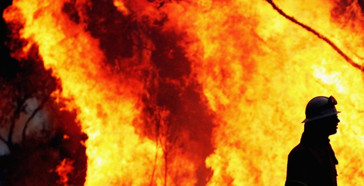 Australijscy strażacy kolejny miesiąc walczą z olbrzymimi pożarami buszu
