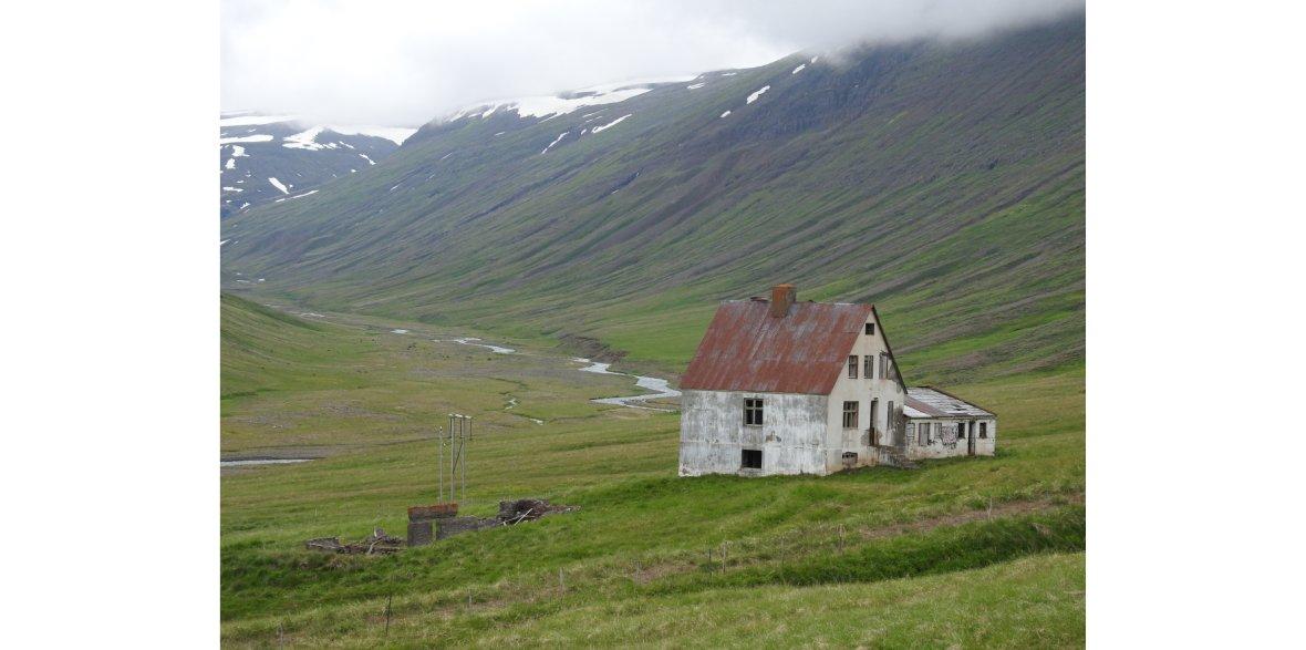 Opuszczona farma Bakkasel, północna Islandia