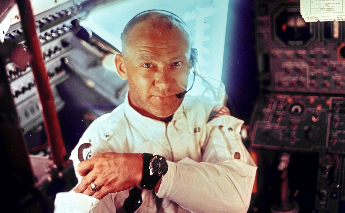 Buzz Aldrin w kokpicie lądownika Apollo 11, Orła, przed lądowaniem na Księżycu