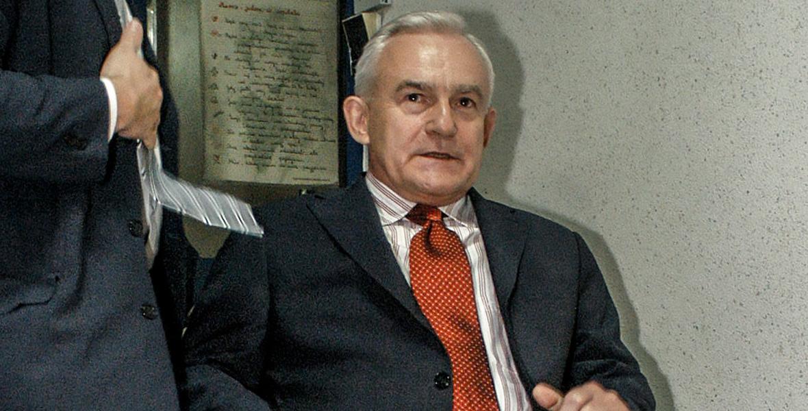 Leszek Miller niedługo po wypadku śmigłowca