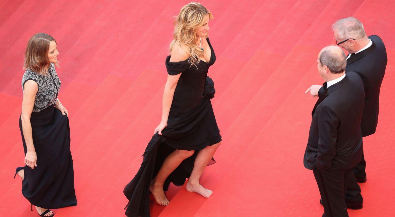 Rok 2016. Julia Roberts boso, ale z uśmiechem na ustach, wchodzi wolnym krokiem na czerwony dywan. Ten mały gest stał się symbolem tego, że kobiety mają dość uprzedmiotowienia.