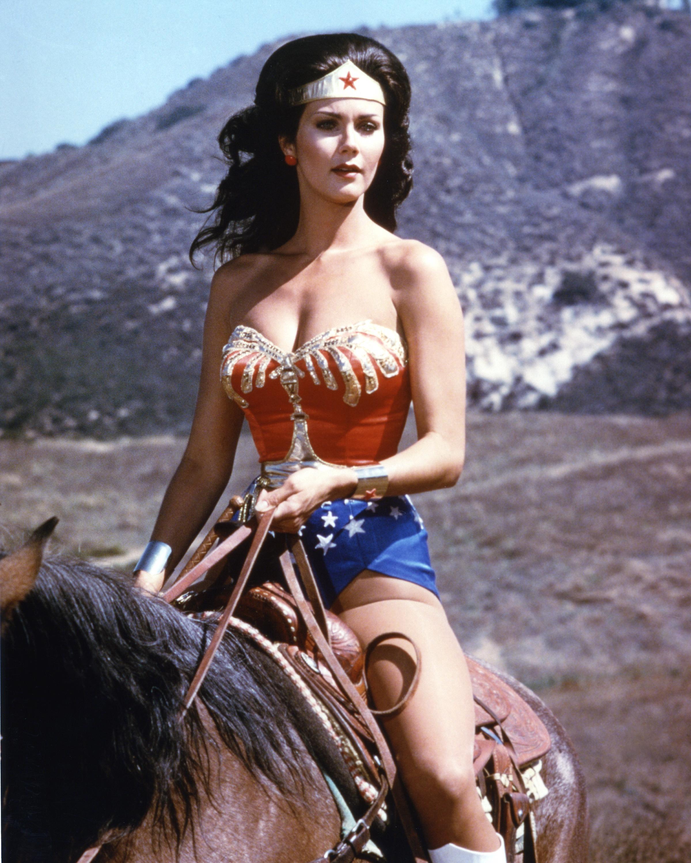 Lynda Carter w roli Wonder Woman w 1975 r.