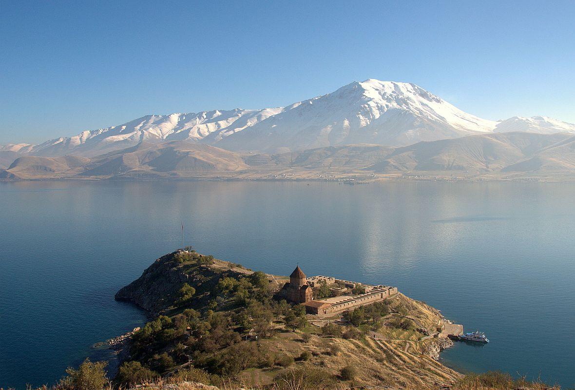 Ararat - święta góra Ormian, która znajduje się na terytorium Turcji