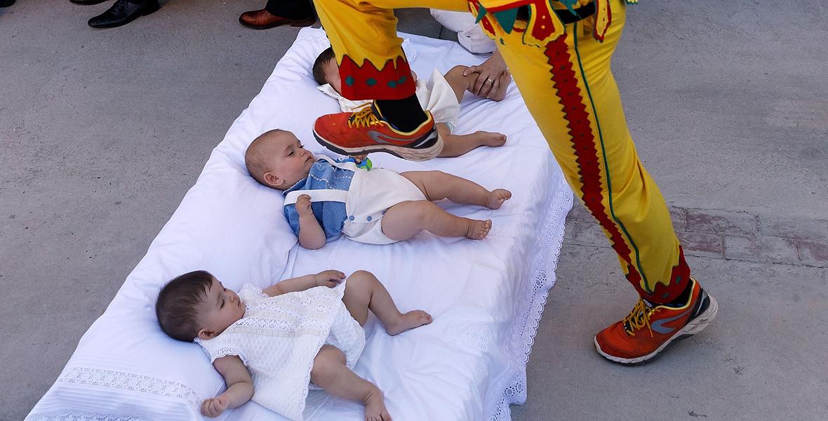 El Colacho - festiwal skoków przez niemowlęta