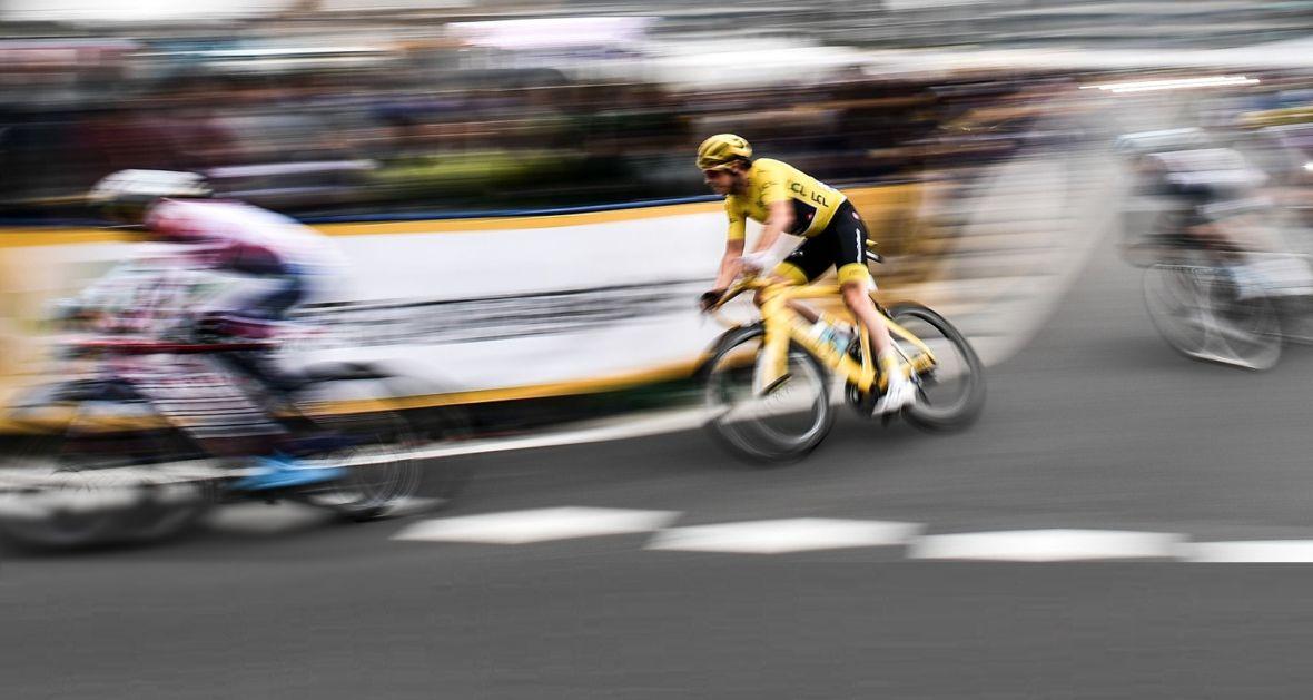Walijski kolarz Geraint Thomas, zwycięzca Tour de France 2018, na trasie Saitama Criterium.