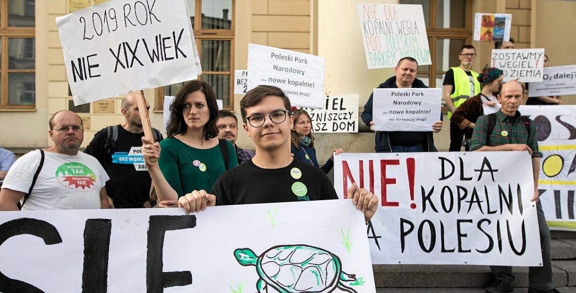 Pikieta przeciw budowie kopalni węgla obok Poleskiego Parku Narodowego.