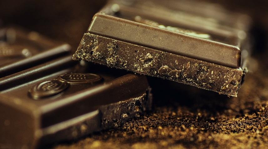 Jak usunąć plamę z czekolady?