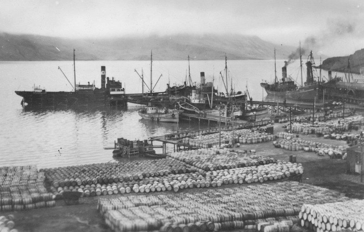 Beczki ze śledziami, kiedy przetwórnia w Djupavíku jeszcze działała