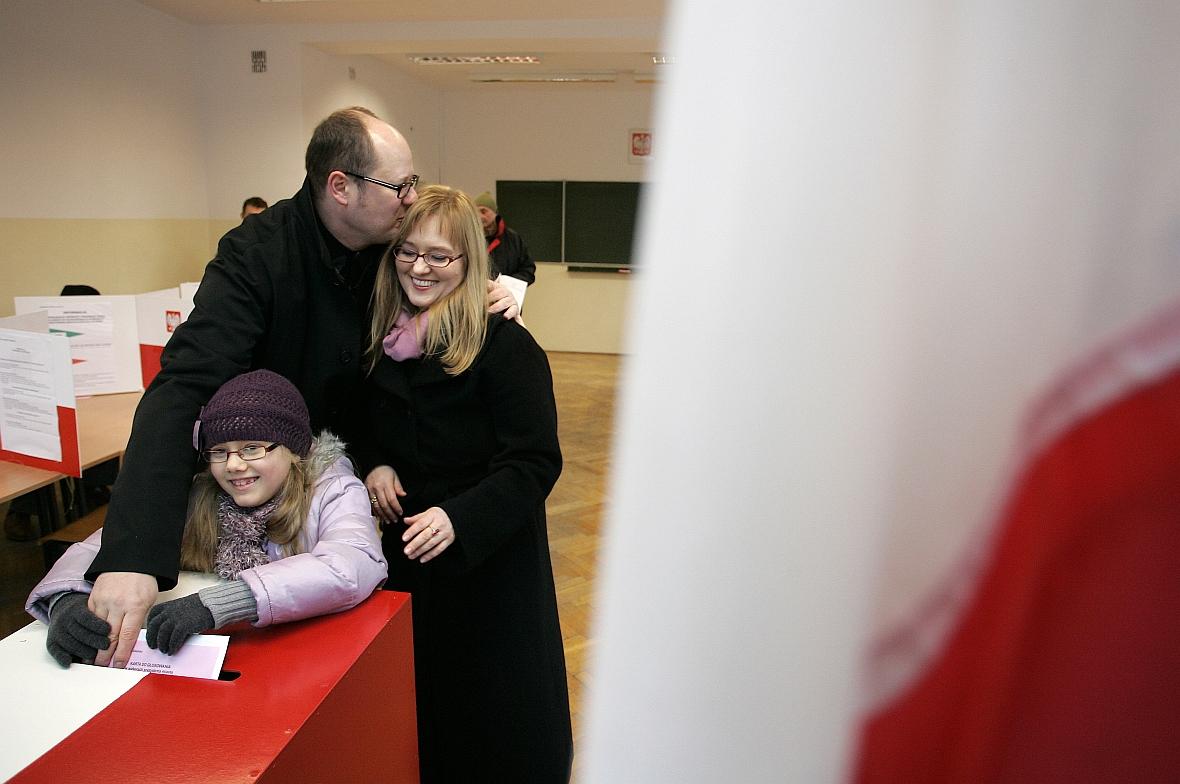 Wybory samorządowe w 2010 r. Magdalena, Paweł i Antonina Adamowiczowie