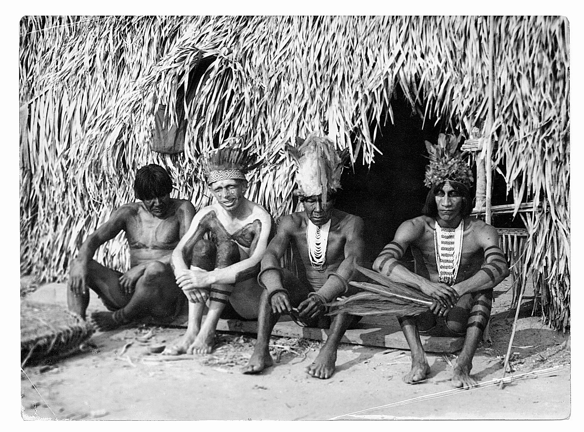 Halik zaprzyjaźnił się z Indianami w brazylijskim Mato Grosso i, jak twierdził, brał nawet z nimi udział w walkach z wrogimi im plemionami