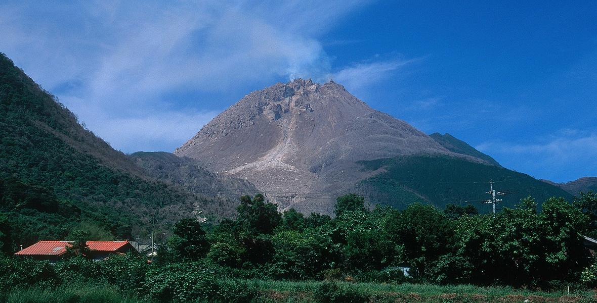 Wulkan Unzen, czynny stratowulkan w Japonii, na wyspie Kiusiu, na półwyspie Shimabara, w prefekturze Nagasaki. Ostatnia erupcja miała miejsce w 1995 roku
