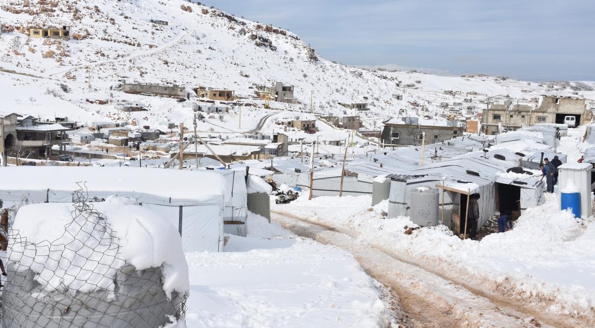 Obóz w Arsalu w Libanie. Gdy Europa czeka na prawdziwą zimę, syryjscy uchodźcy czekają jej końca