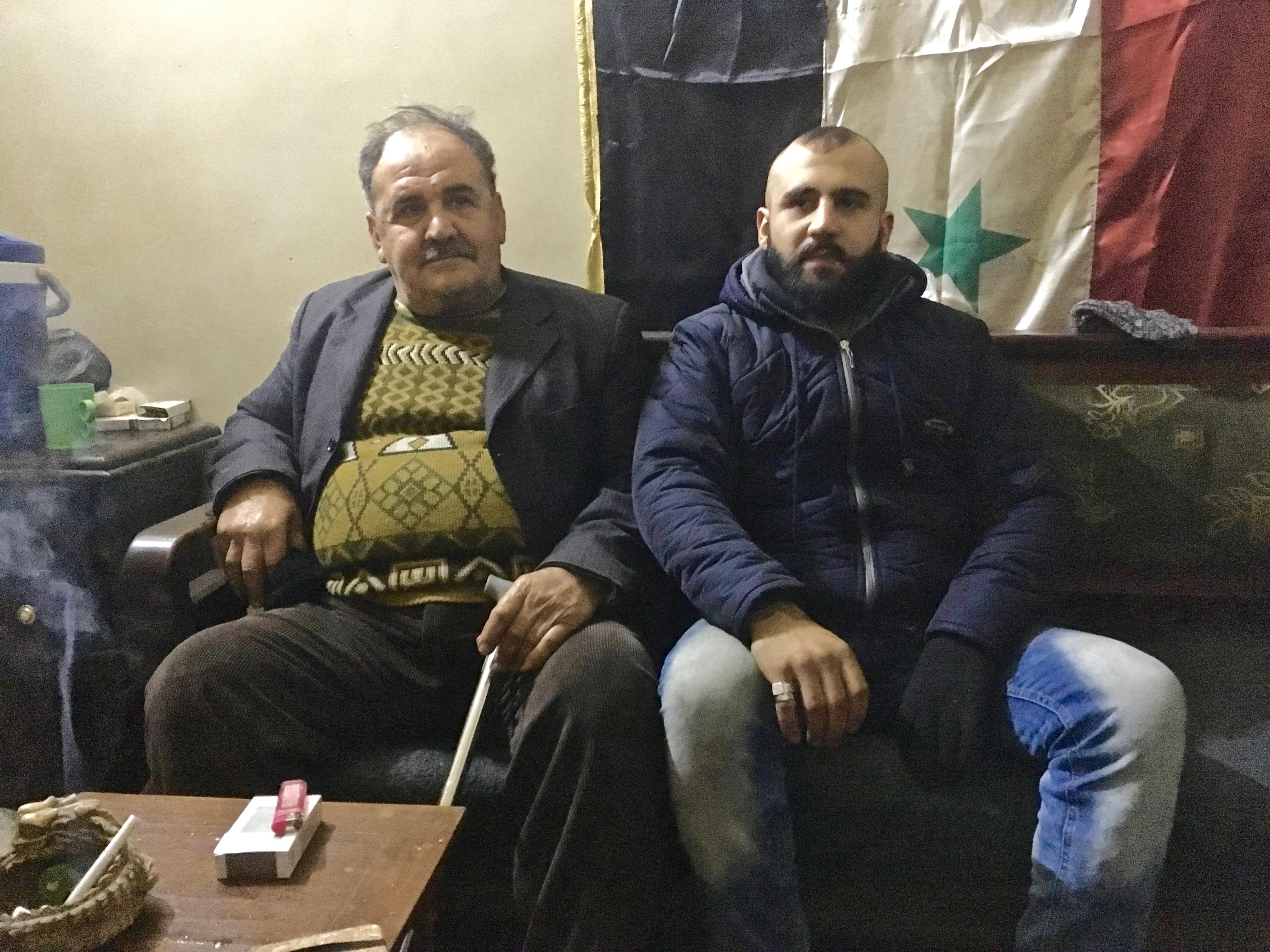 Fadi wraz z ojcem w ich wynajmowanym mieszkaniu w Aleppo