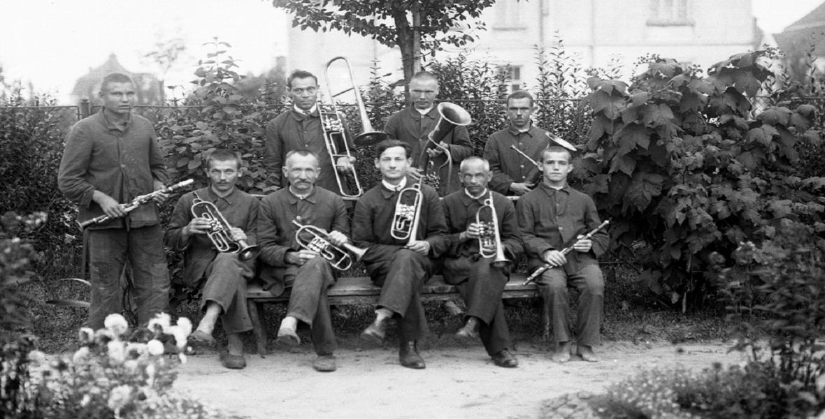 Orkiestra złożona z pacjentów i pracowników szpitala. Sierpień 1927