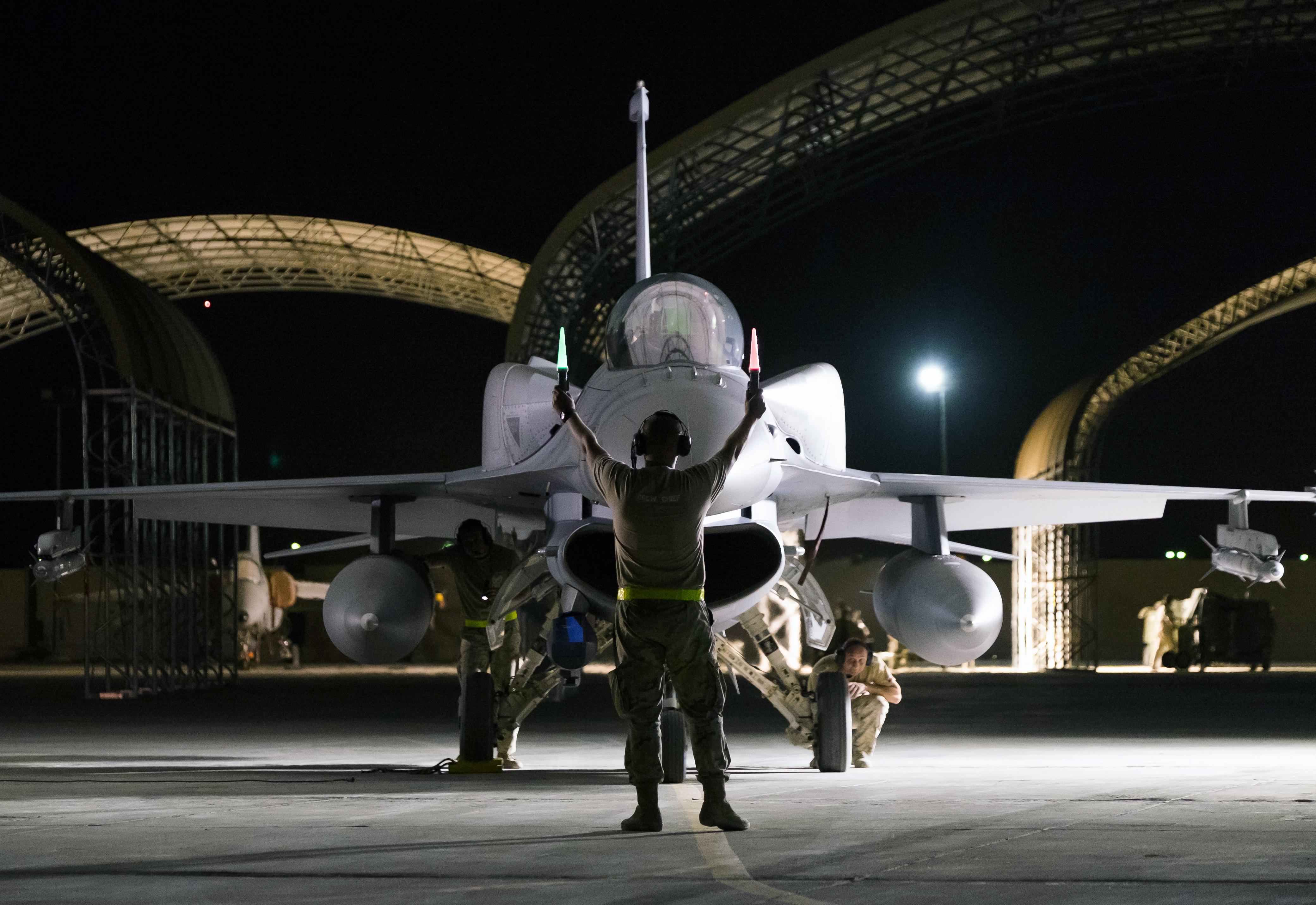Mimo zbliżającej się północy, do pracy przystąpi teraz zespół złożony z analityków. W ciągu następnych kilku do kilkunastu godzin sporządzą oni gotowy produkt, który zostanie przekazany do Centrum Operacji Powietrznych w Katarze. Na jego podstawie zostaną ustalone kolejne cele. I kolejne. Aż do ostatecznej klęski Daesz