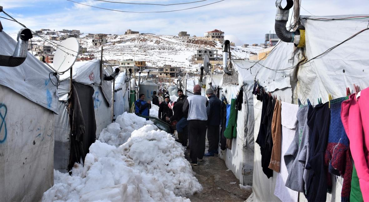 Obóz dla uchodźców w Arsalu po opadach śniegu