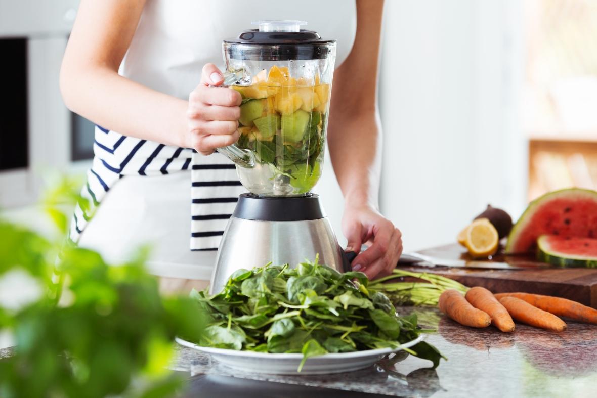 Przygotowywanie warzywno-owocowego koktajlu