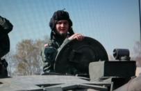 Misiewicz przyjęty jak minister. Przejechał się nawet czołgiem