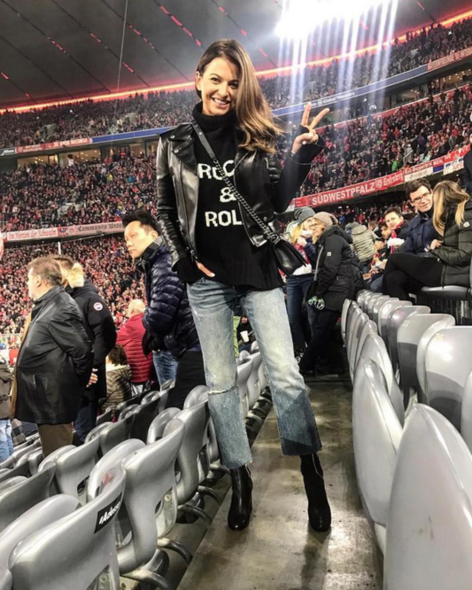 Anna Lewandowska wspiera męża na meczu. Bo ciężkie jest