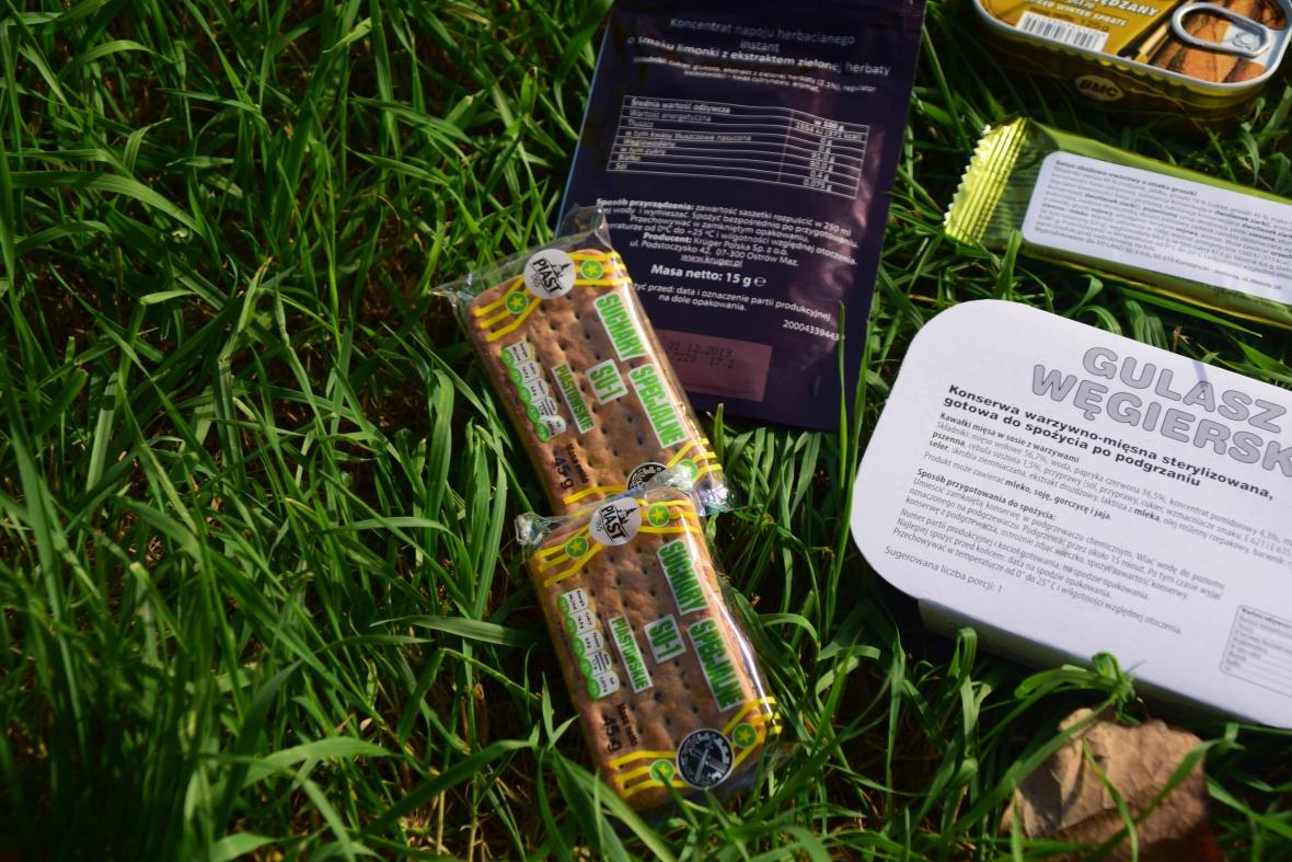 Piknik z wojskową racją żywnościową
