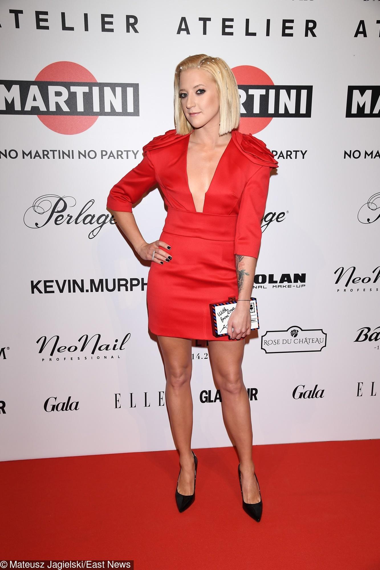 70a73b71b89d2a Lara Gessler w czerwonej sukience na pokazie Wolińskiego. Pokazała dekolt -  WP Kobieta