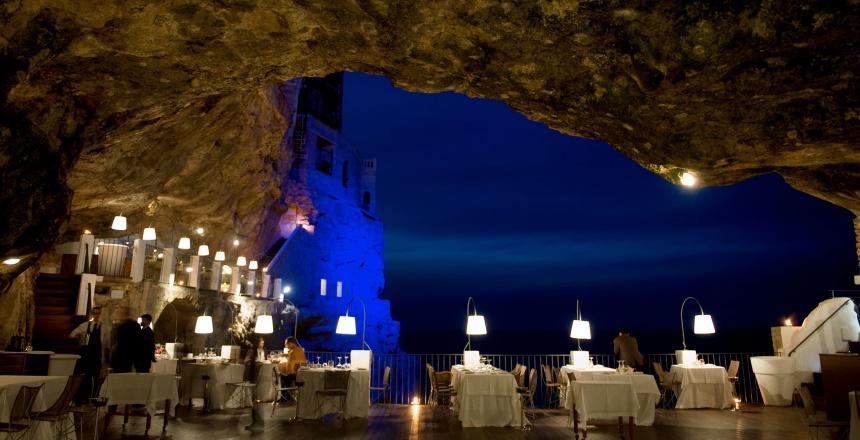 Romantyczna kolacja w jaskini