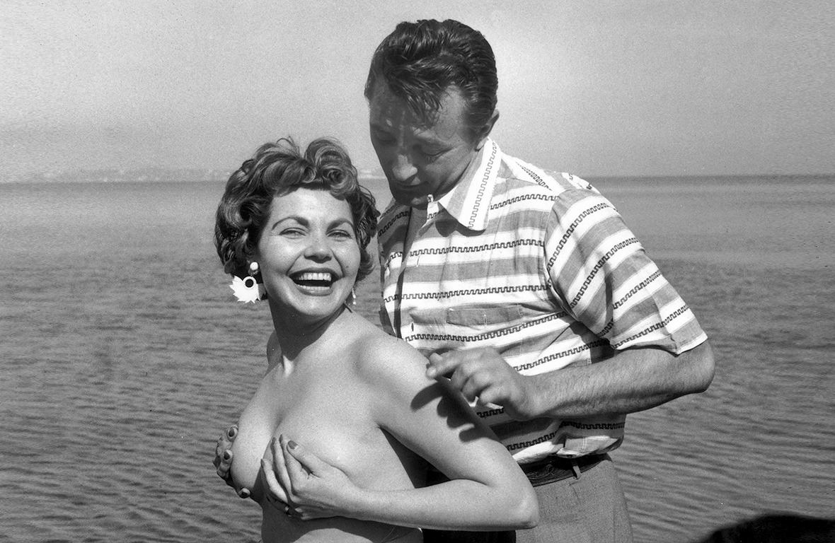 Simone Silva i Robert Mitchum. Za to zdjęcie urodzona w Egipcie francuska aktorka została wyproszona z festiwalu