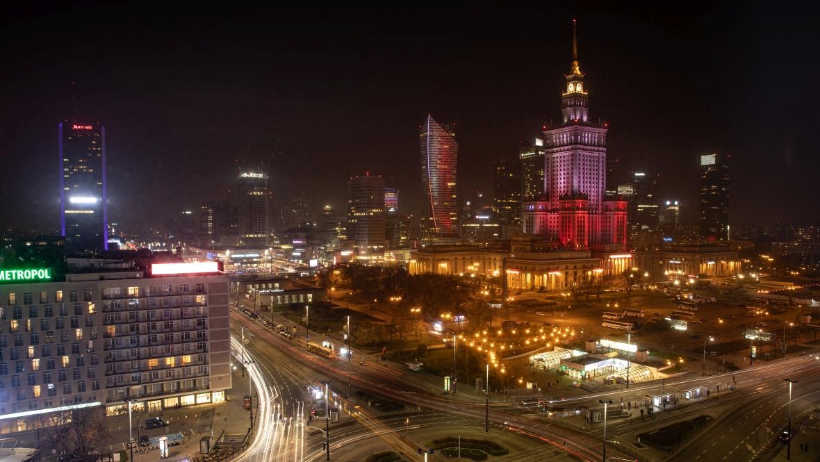 Warszawa, ul. Marszałkowska. Widok na Pałac Kultury i Nauki nocą