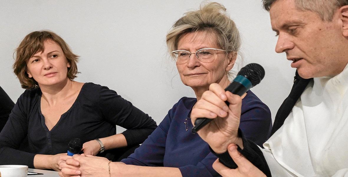 16.11.2018, Poznań. Prof. Maria Beisert (w środku) podczas promocji książki Raymonda M. Dauglasa