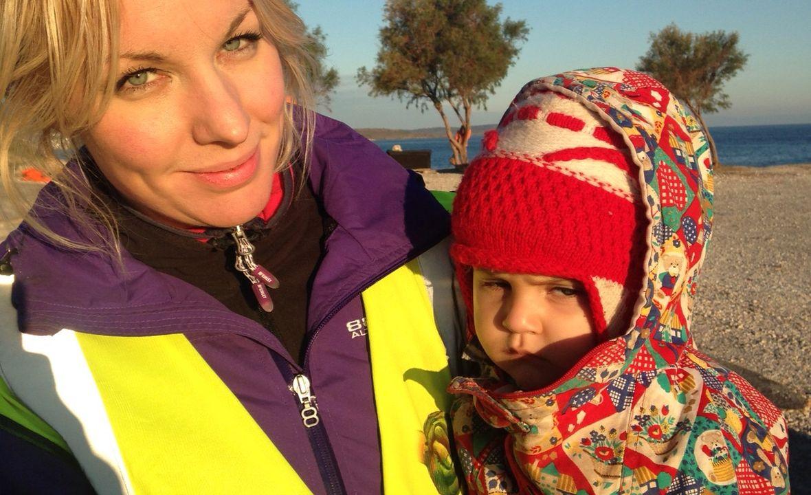 Annah Bjork, autorka, z syryjskim dzieckiem