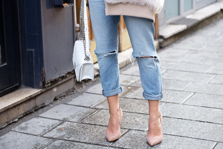 Jak nosić jeansy, by wyglądać szczupło? Wypróbuj proste