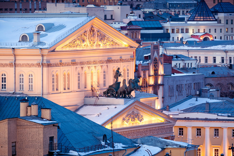 Moskwa. Widok na Teatr Bolszoj zimą