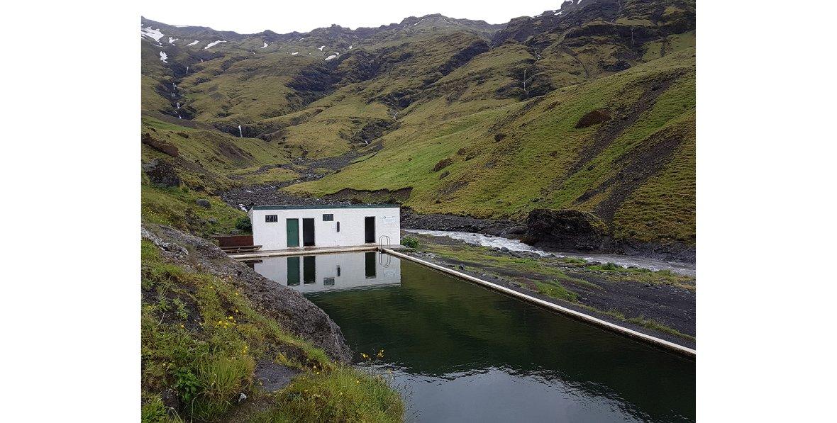 Seljavallalaug, najstarszy odkryty basen na wyspie, południowa Islandia