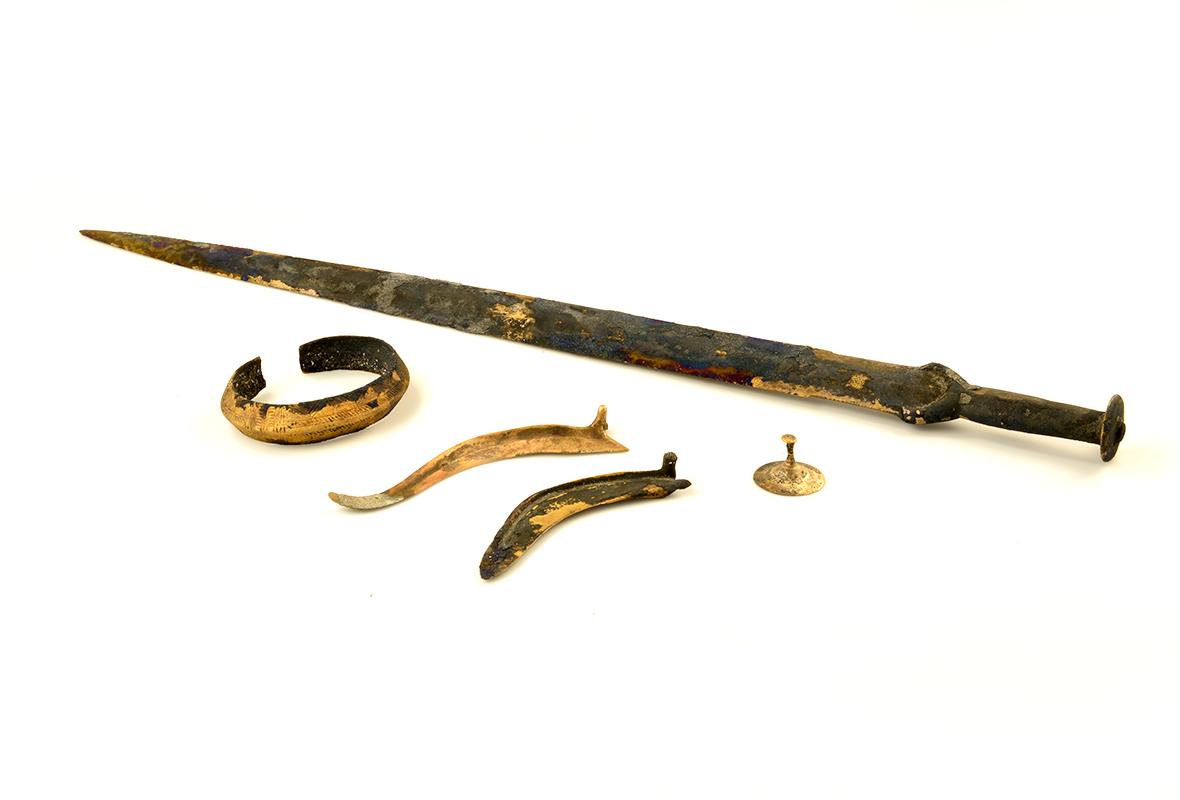 Broń i ozdoby z Epoki Brązu znalezione nad Dołężą
