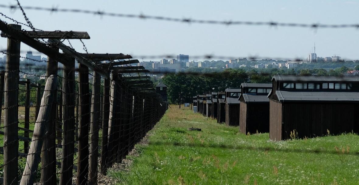 Baraki więźniów na polu III byłego niemieckiego obozu koncentracyjnego w Lublinie.