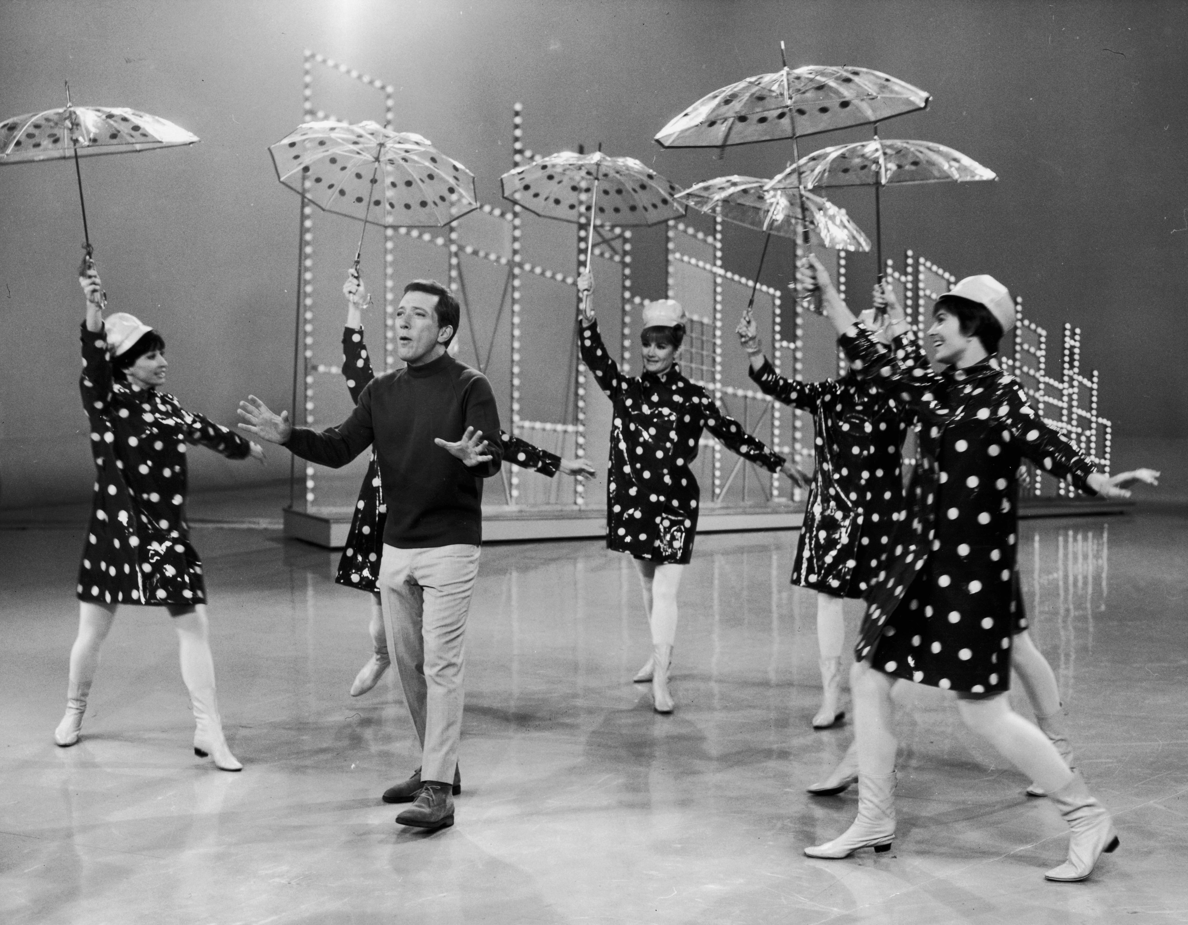 Andy Williams podczas telewizyjnego show w 1960 r.