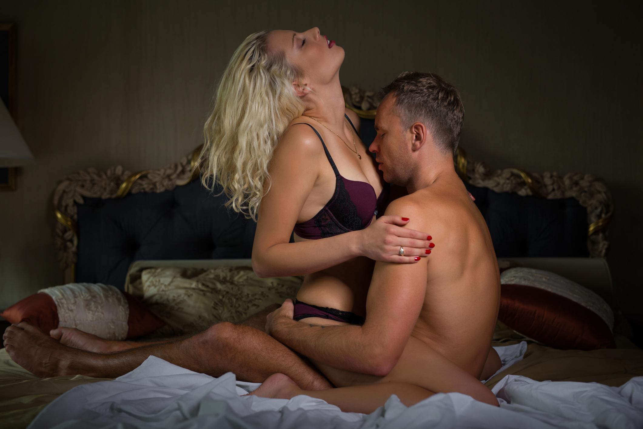 Целует в грудь фото, Kiss Sex Фото со стоков и изображения 13 фотография