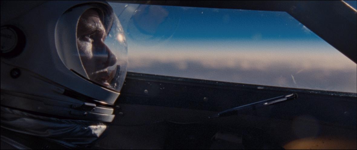 Ryan Gosling jako Neil Armstrong w filmie